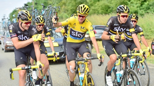 Chris-Froome-Team-Sky-yellow-jersey-beer-drink-Tour-de-France-stage-21-pic-Alex-Broadway_ASO